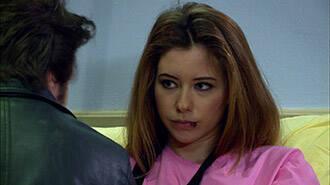 Pınar, saldırıya uğruyor