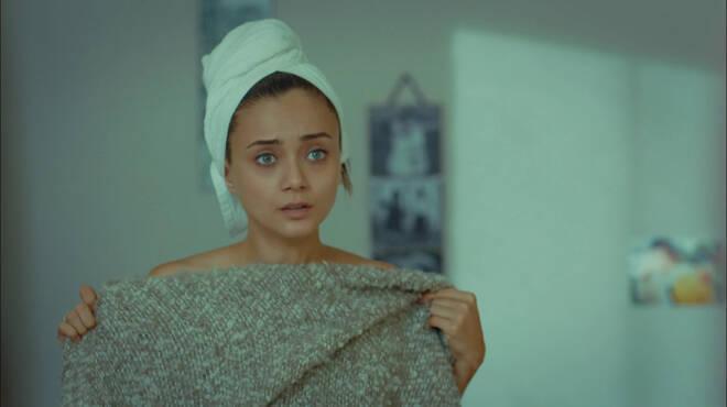 Cihan, Gülrunun odasına giriyor