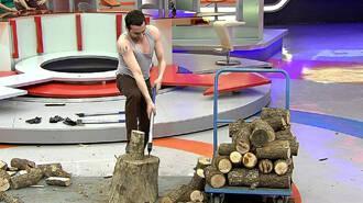 Erkekler odun kırmaya çalıştı, kadınlar tepindi
