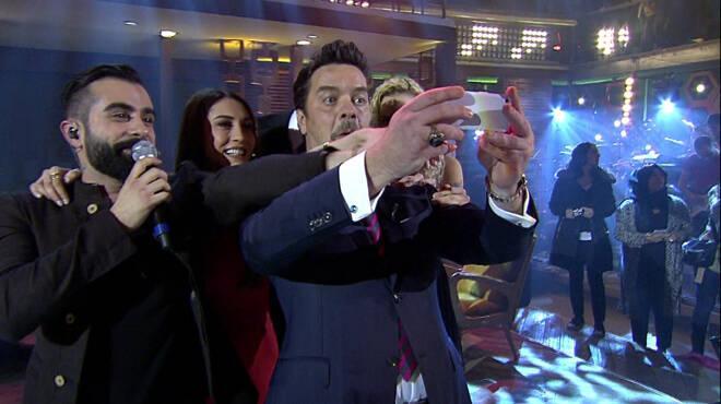 Beyaz Showda Selfie hatırası