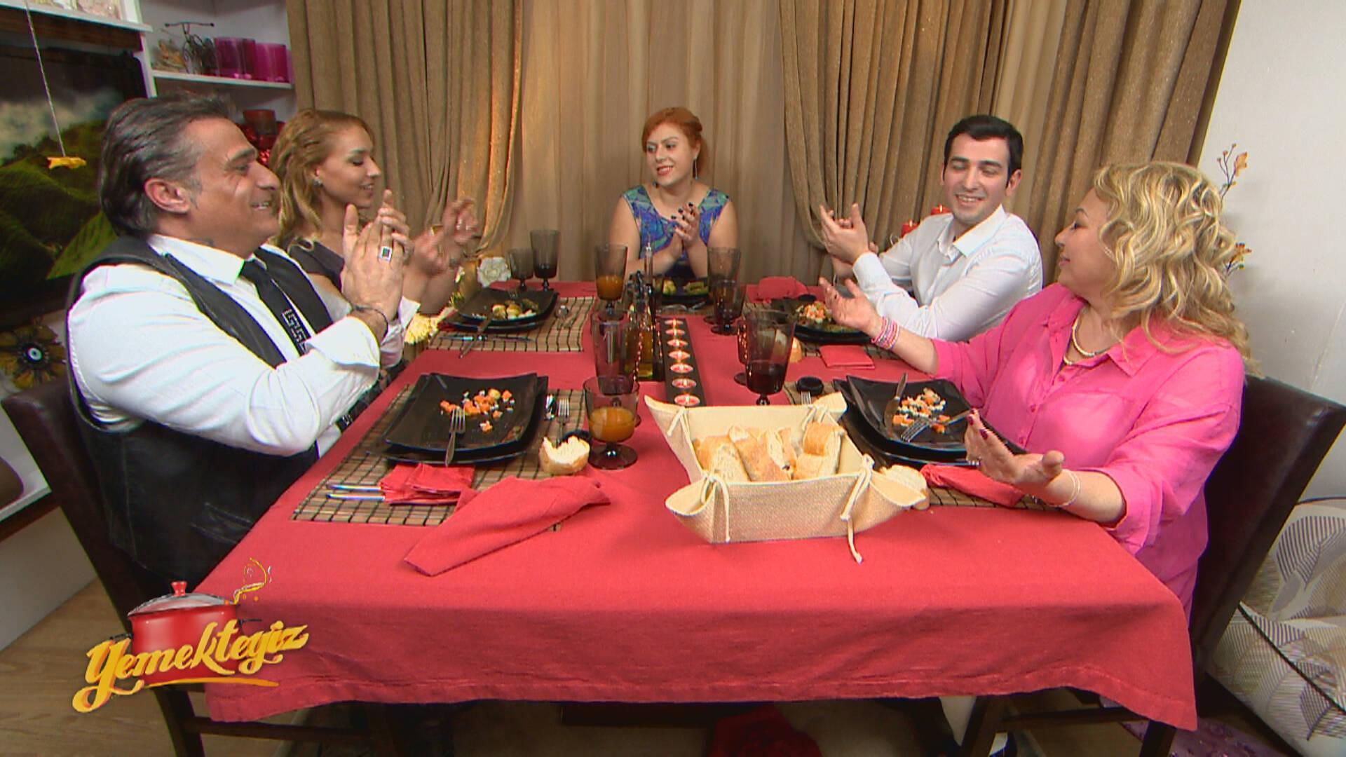 Masadaki gerginliği Furkan Bey şarkı söyleyerek yatıştırmaya çalıştı!