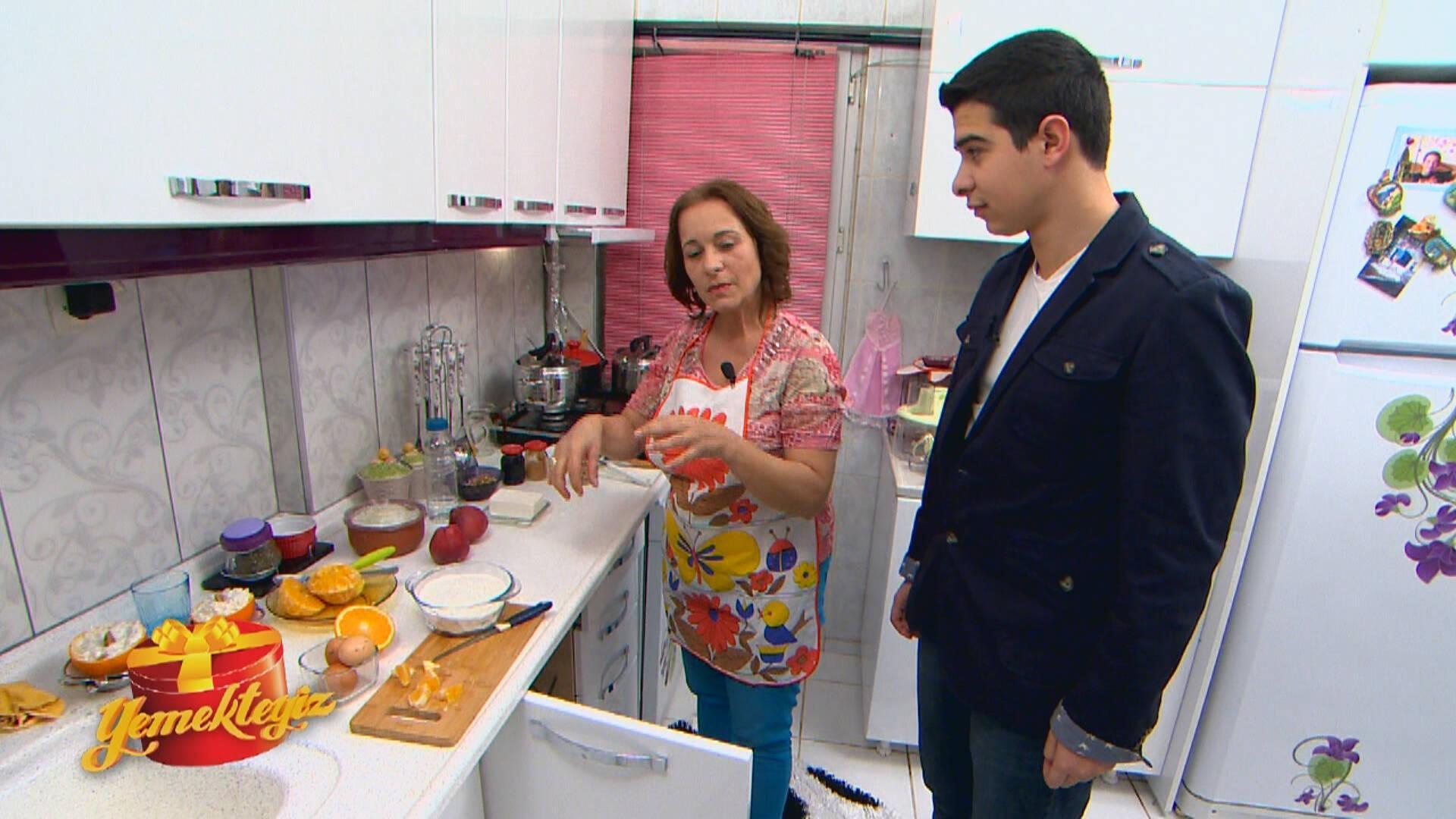 Gülfem Hanım'ın Sürpriz Kutusu: Elmalı Kek!