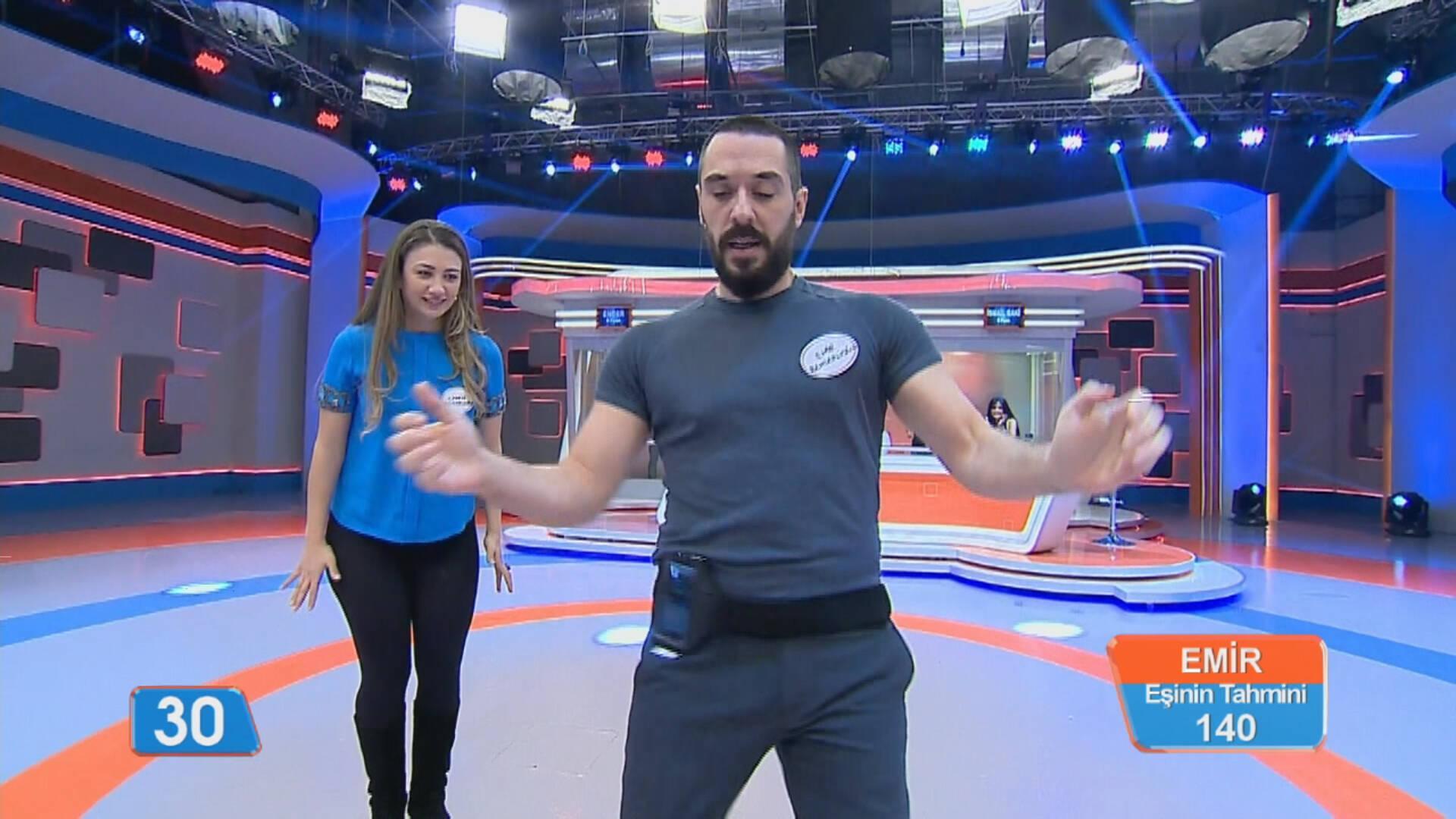 """Emir Benderlioğlu'nun """"Kıvır Kıvır Oyunu""""ndaki performansı!"""