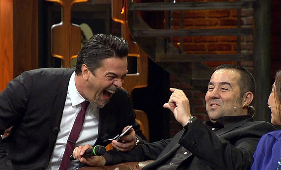 Akıllı telefon asistanı ile Beyaz ve Ata Demirer'in komik muhabbetleri!