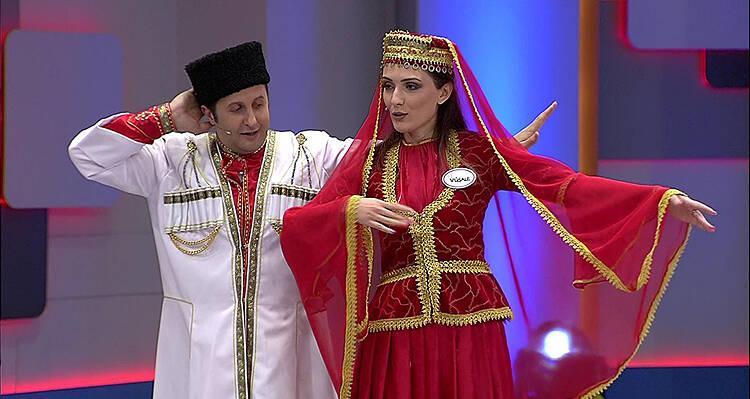 İlker Ayrık giydi kostümü, başladı Azeri Halk Dansını yapmaya!