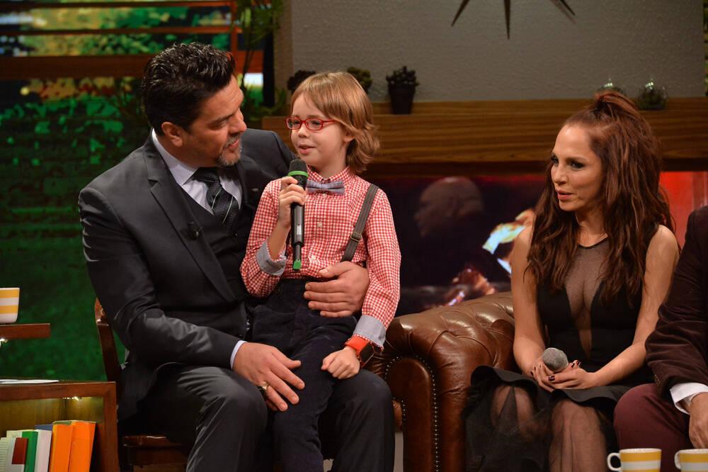 """Altın Kelebek'te """"En iyi çocuk oyuncu"""" ödülünü alan Ataberk Mutlu, Beyaz Show'daydı!"""