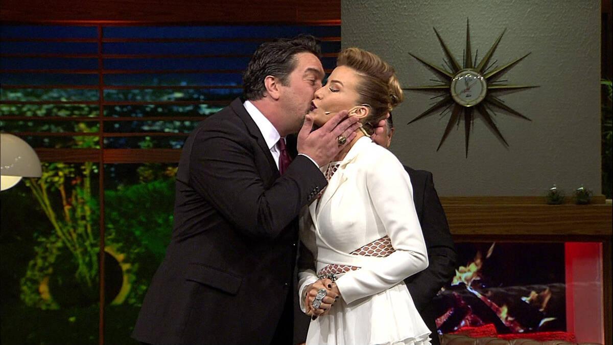 Beyaz, kaşla göz arasında Ivana'ya öpücüğü kondurdu!