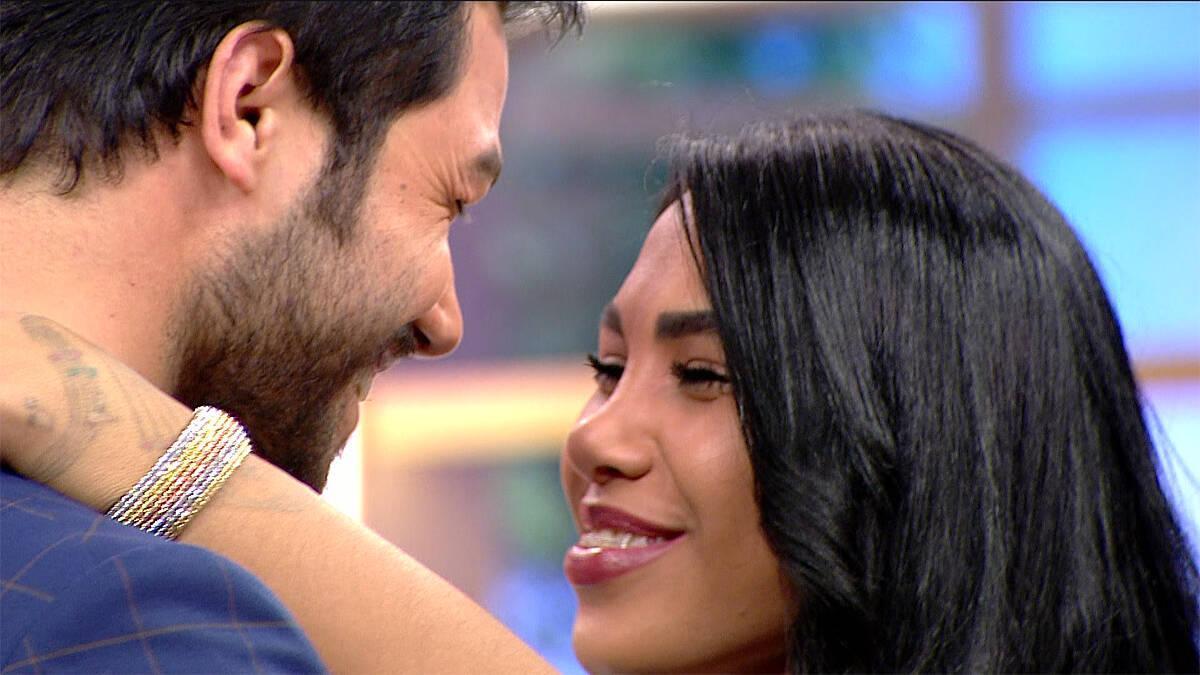 Kısmetse Olur'un eski yarışmacıları Serhan ve Fatma'dan romantik dans!