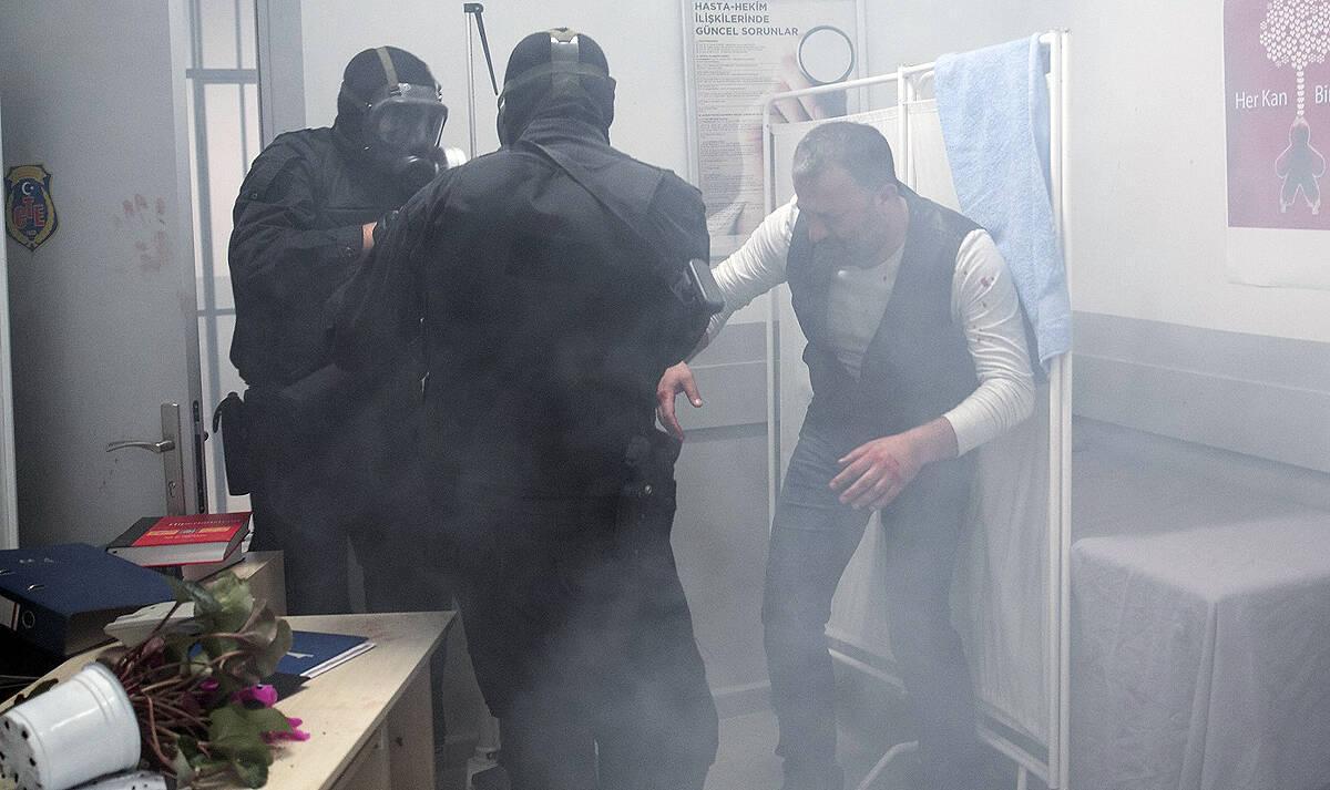 Mesut'u hapishaneden kim, neden kaçırdı?