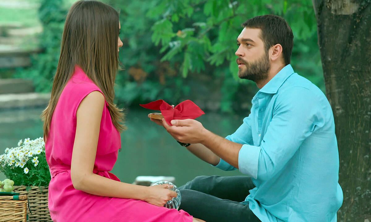 Sinan'dan Pelin'e muhteşem evlenme teklifi!
