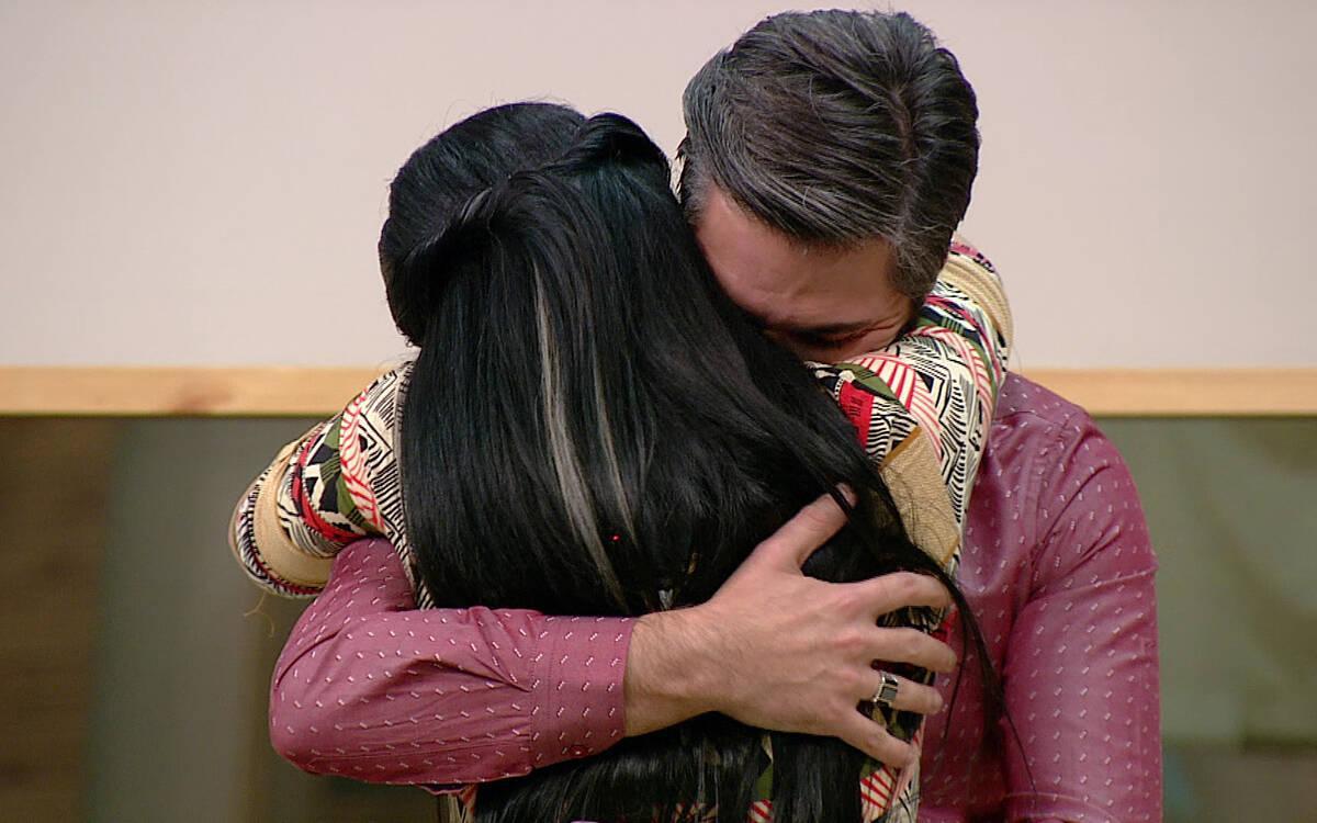Semih, Hazal'a aşkını ilan etti!