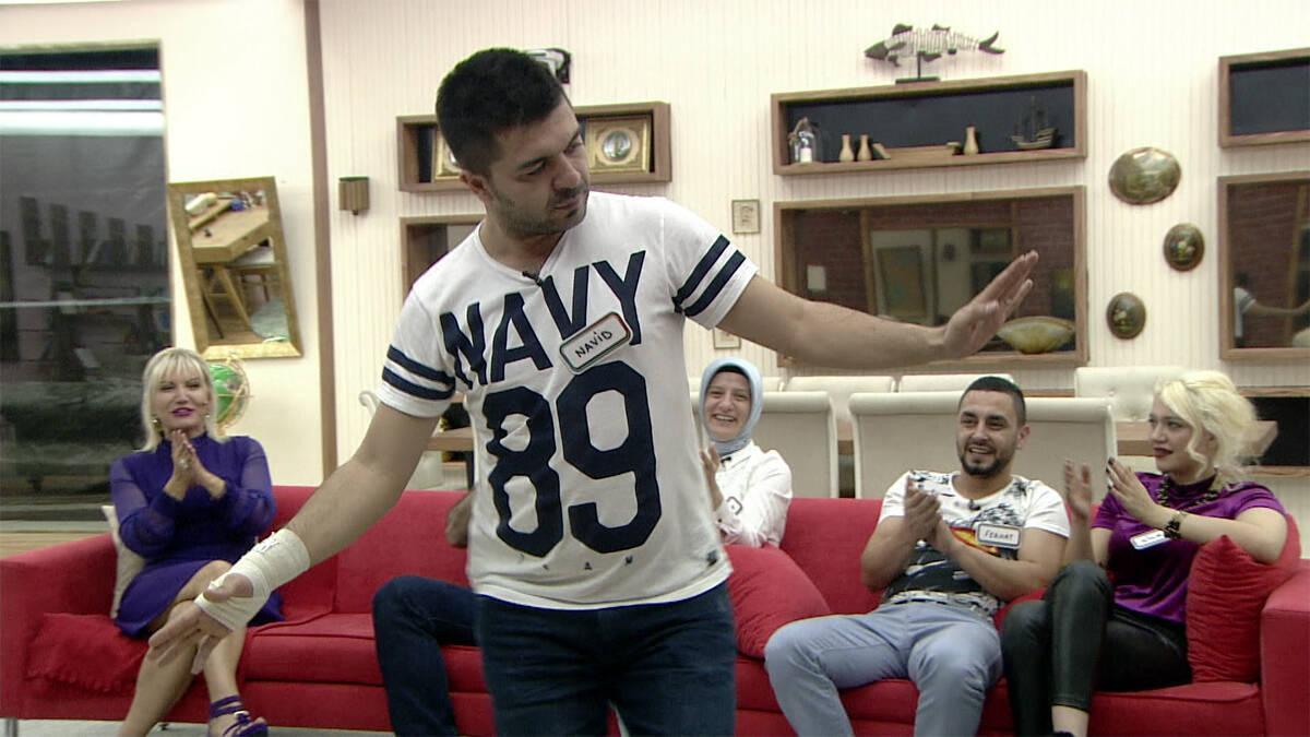 Yabancı damat Navid'den oryantal şov!