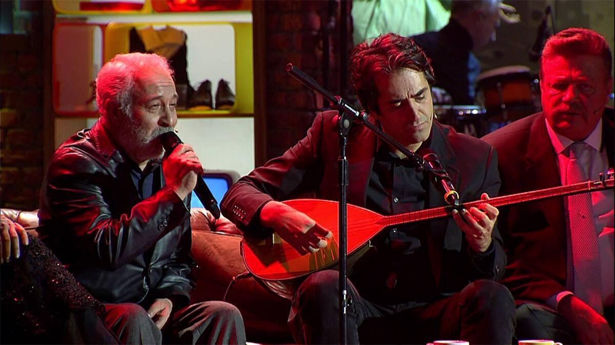 Ali Sürmeli Türkü söyledi, Mahsun Kırmızıgül sazı ile eşlik etti!
