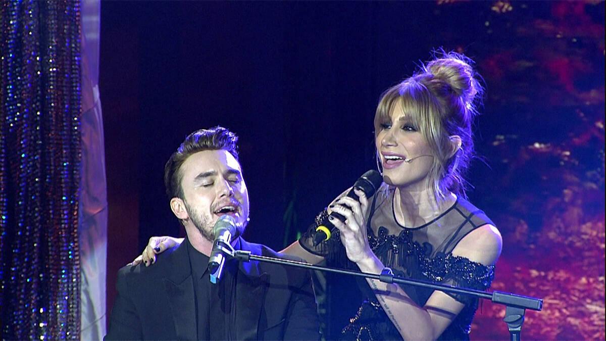 İrem Derici ve Mustafa Ceceli'den muhteşem düet!