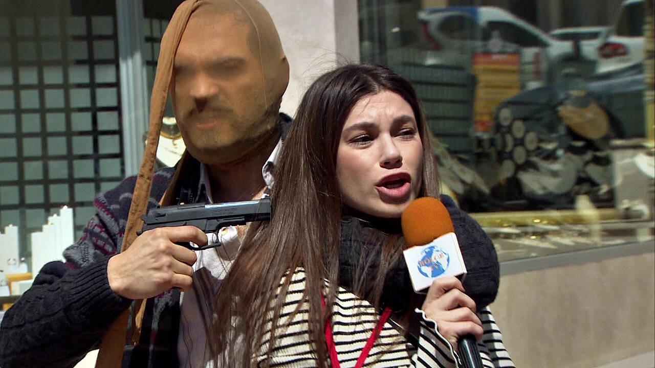 Acar muhabir Zeliş rehine!