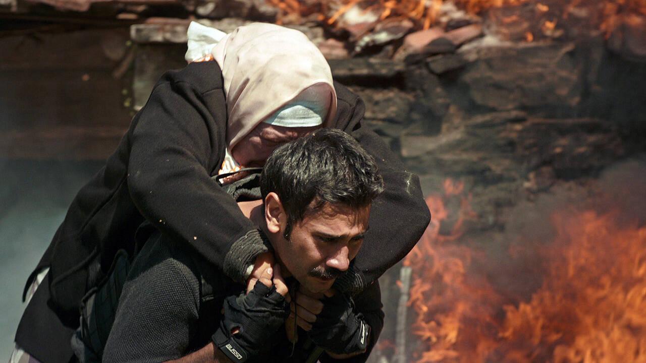 Fatih, annesini kurtarmayı başardı!