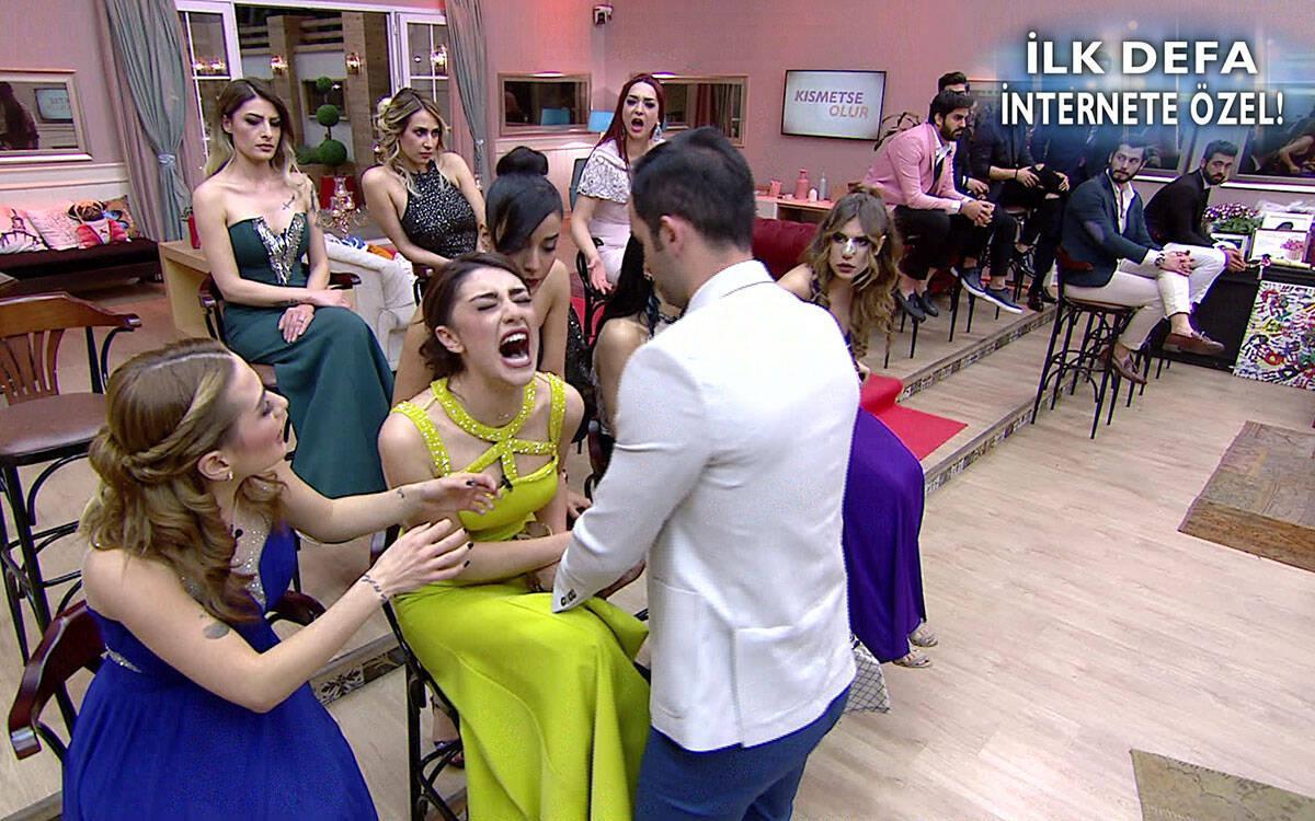 Haftanın Finalinde Aycan ve Gamze Kavgası Ortalığı Ayağa Kaldırdı! - İnternet Özel