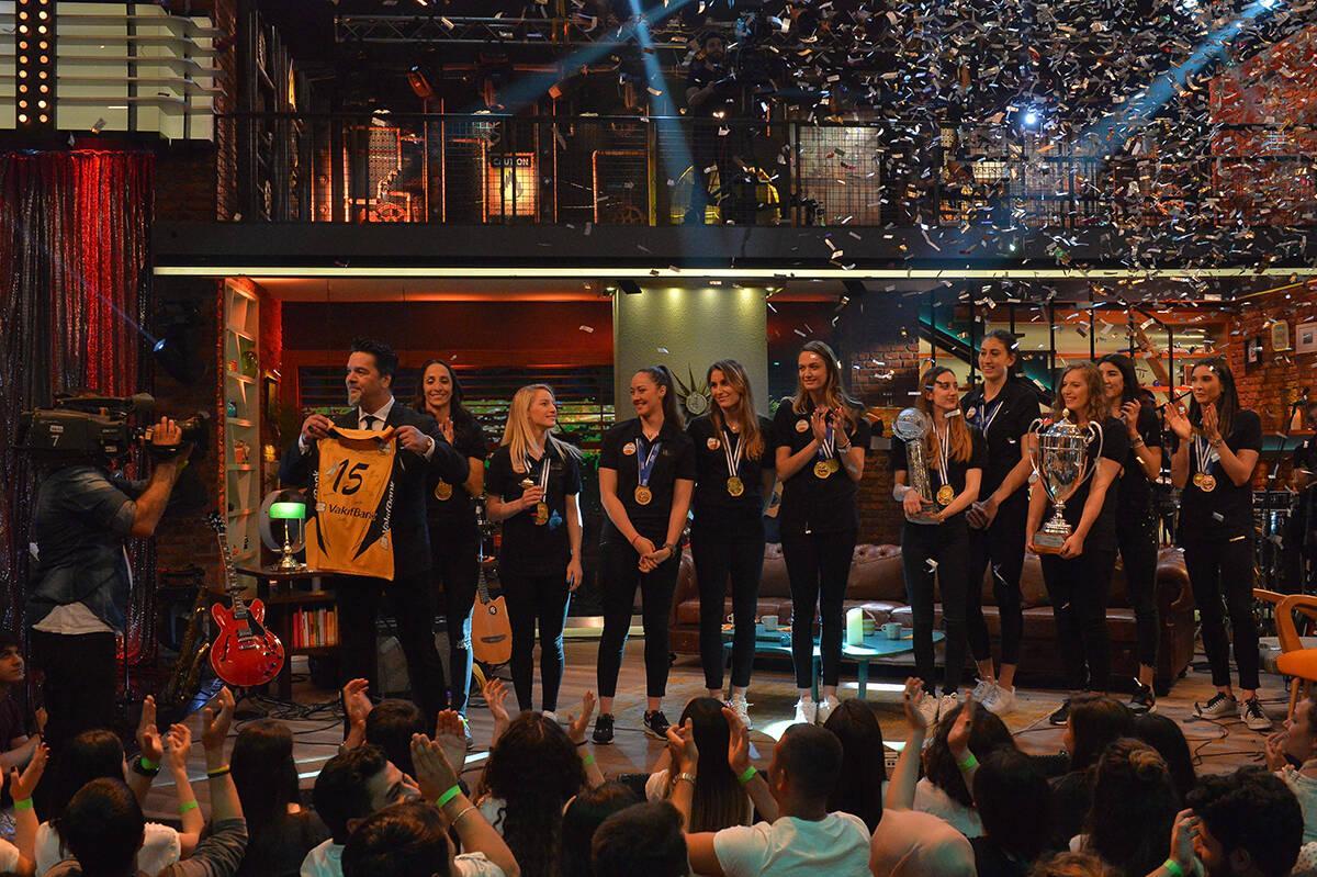 Dünya Şampiyonu Vakıfbank Kadın Voleybol Takımı Beyaz Show'daydı!