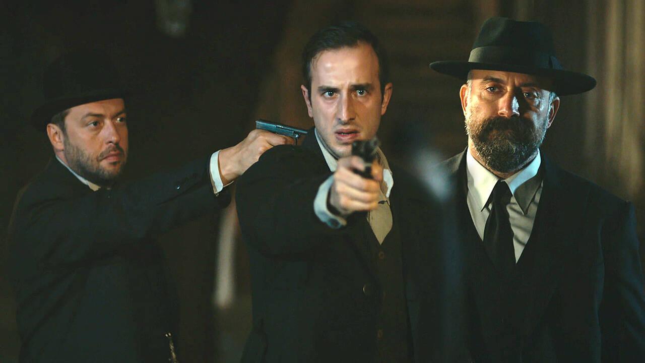 Mustafa Kemal'in emriyle sizi öldürüyorum!