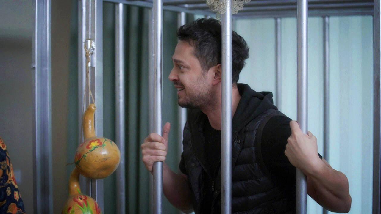 Beyaz, Murat Boz'u kafese tıktı!
