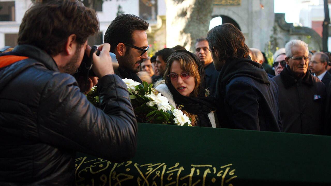 Gülizar'ın gelişi cenazede olay çıkardı!