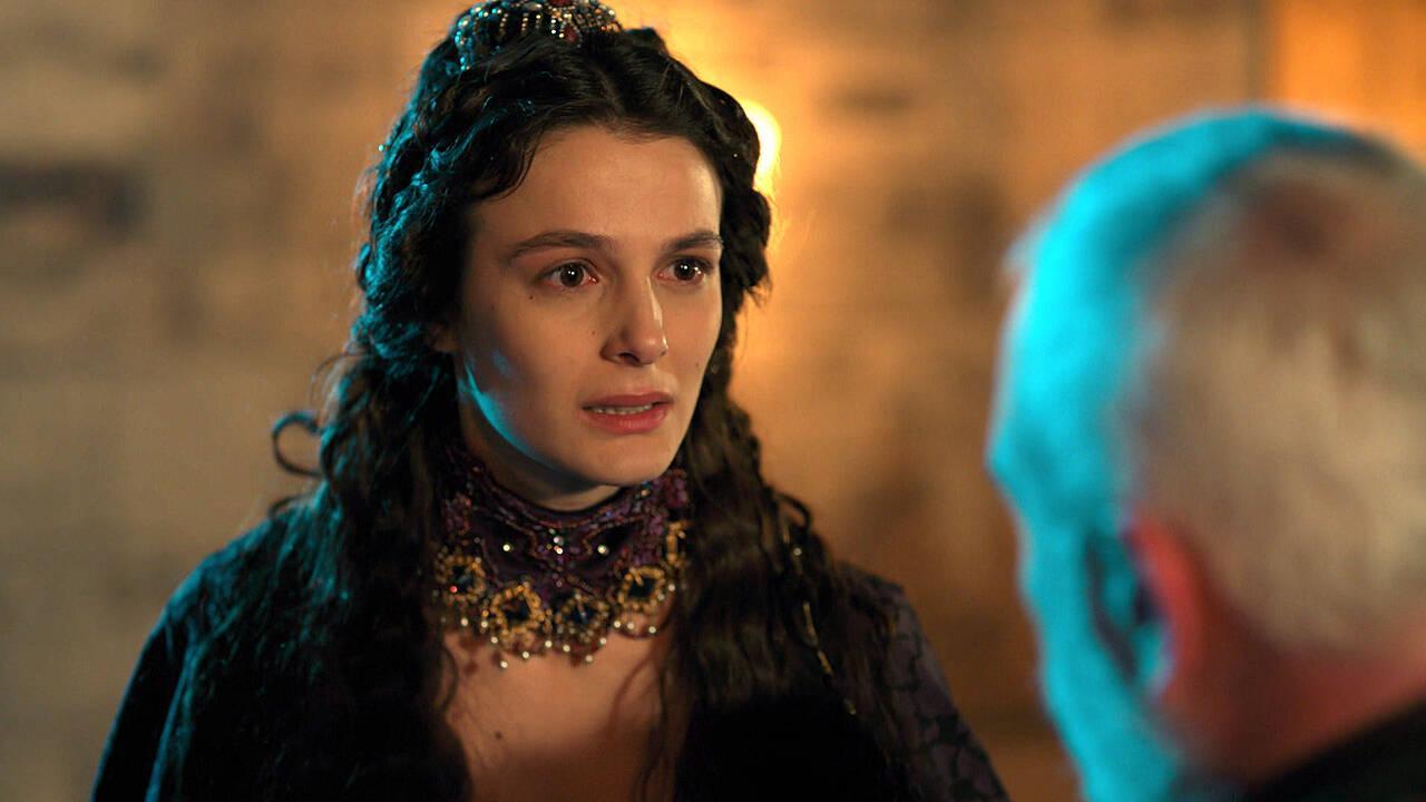 Eleni, Orhan ile evlenmeye zorlanıyor!
