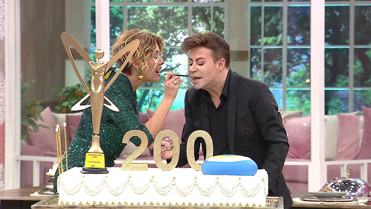 Fatih Ürek, 200. Bölüm pastasını Gülben Ergen'le birlikte kesti!
