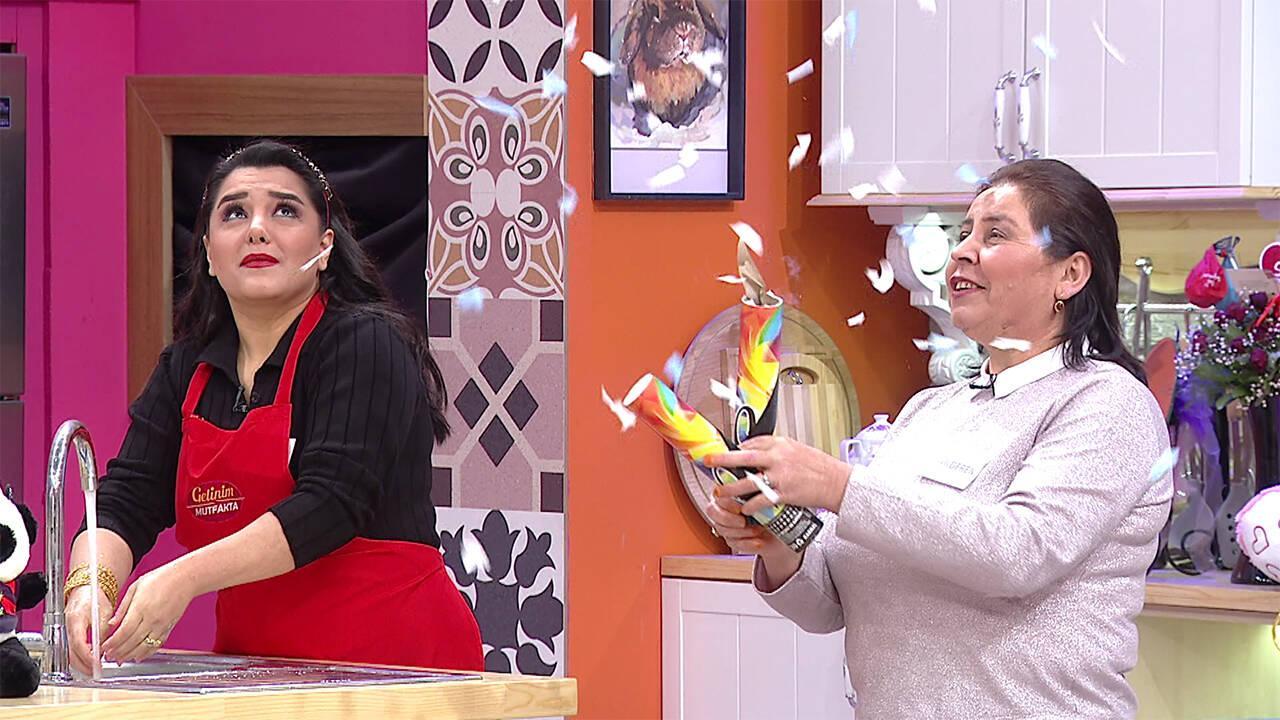 Gülderen Hanım mutfağa havasını attı!