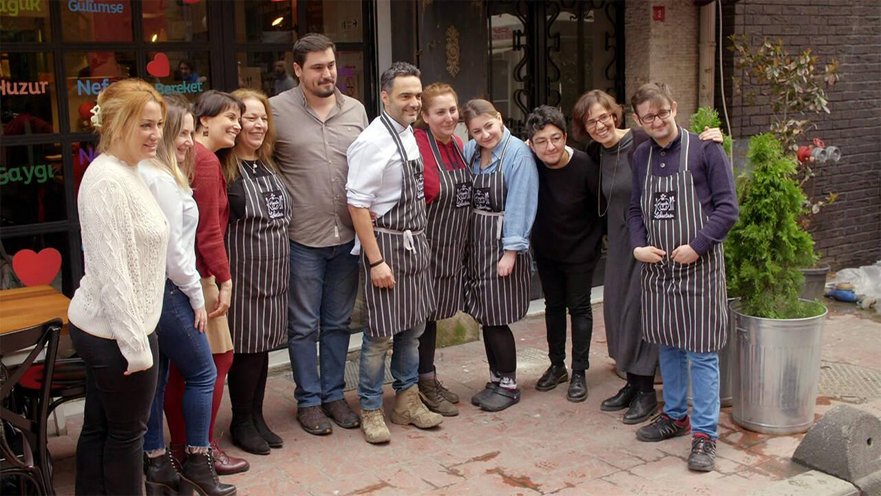 Arda'nın Mutfağı ekibinden Hayata Sarıl Derneğine büyük destek!