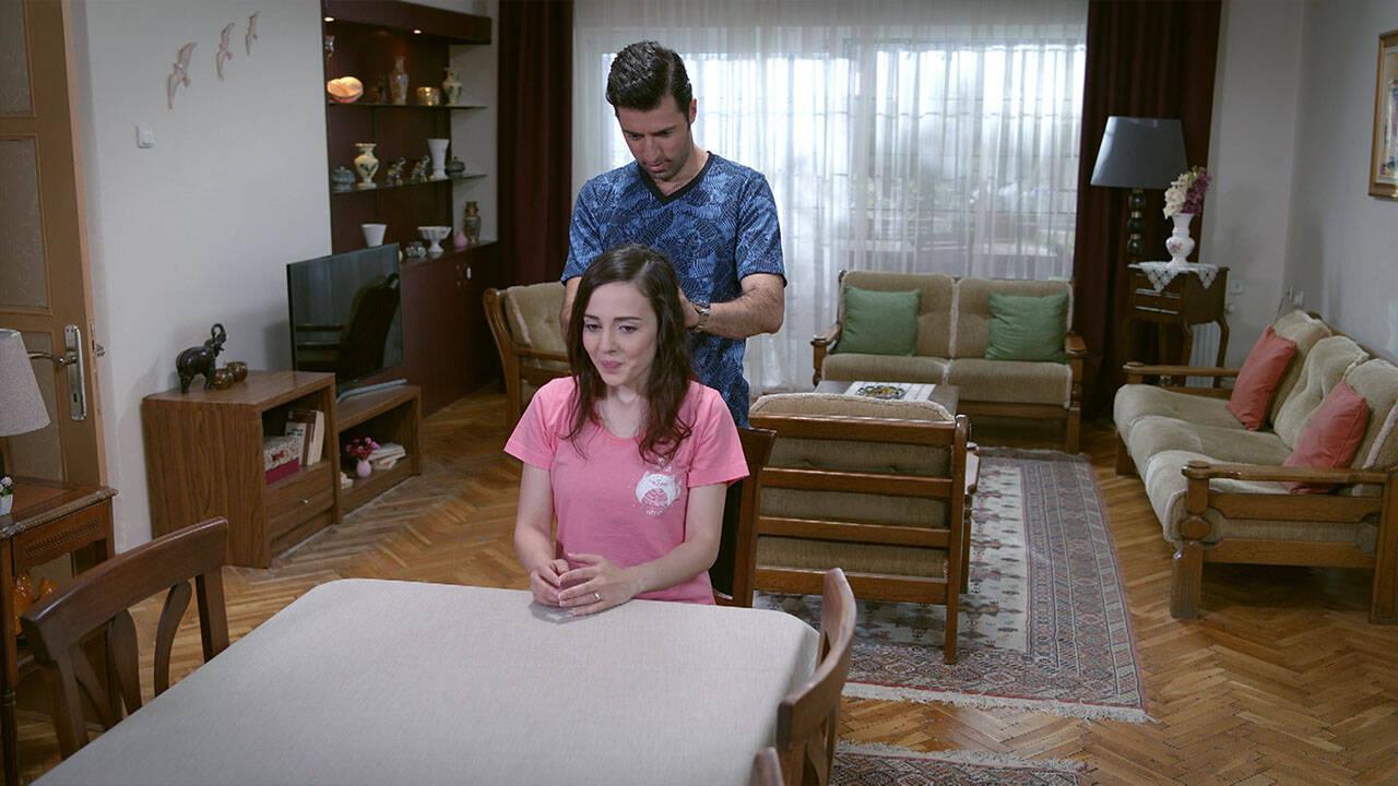 Ayşe ve Cemil, aynı evde yaşamaya başlıyor!