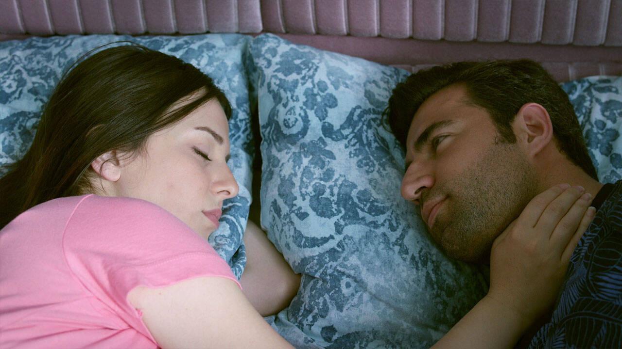 Cemil ve Ayşe birbirlerine aşık mı oluyor?