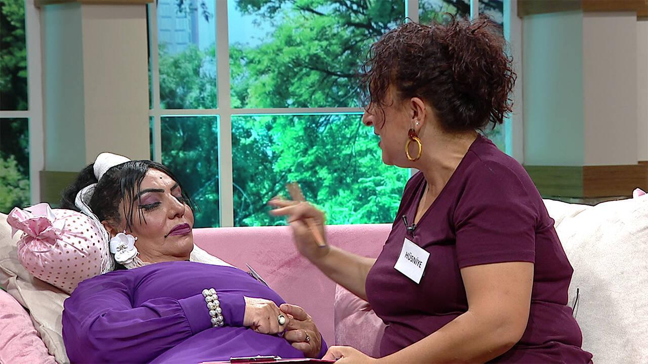 Hüsniye Hanımdan, Reyhan Hanıma terapi!