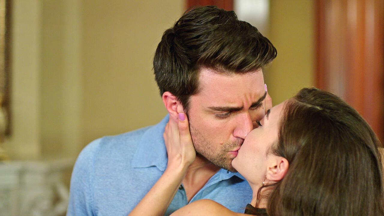 Kerem'i durduran sürpriz öpücük!