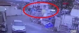 TIR'ın dorsesinden otomobil düştü | Video