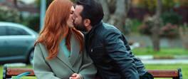 Bahar'ı şoke eden öpücük!