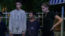 Leyla, sokak çocuklarıyla birlikte