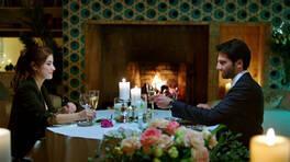 Can, Azra'ya evlenme teklif ediyor