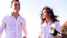 Kerem'den Zeynep'e romantik jest