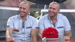 Tıpatıp ikizlerin benzerlikleri başlarına dert oldu!