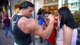 Şampiyon sporcunun kol kasları, yarışma sorusu olursa…