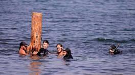 4 saat boyunca dalgalarla boğuştular
