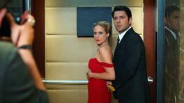 Kral ve Kraliçeden asansör kaçamağı!