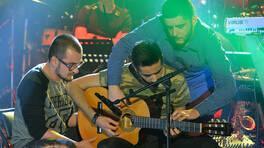 Üç kişi, bir gitar ve muhteşem müzik şov!