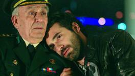 Ölmeyi bile beceremiyoruz be Albayım!