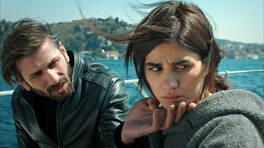 Yaren ve Mehmet arasında öpücük tartışması!