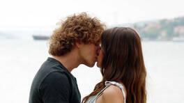 Hakan'dan, Naz'a aşk dolu öpücük!