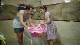 Sue bebeğin banyo saati!