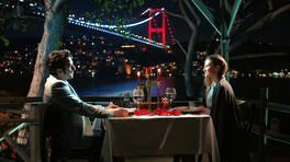 Defne ile Tolga'nın romantik akşam yemeği!