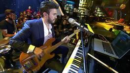 Mustafa Ceceli hangi müzik aletlerini çalabiliyor?