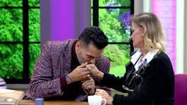 22 yıl sonra canlı yayında evlenme teklif etti!